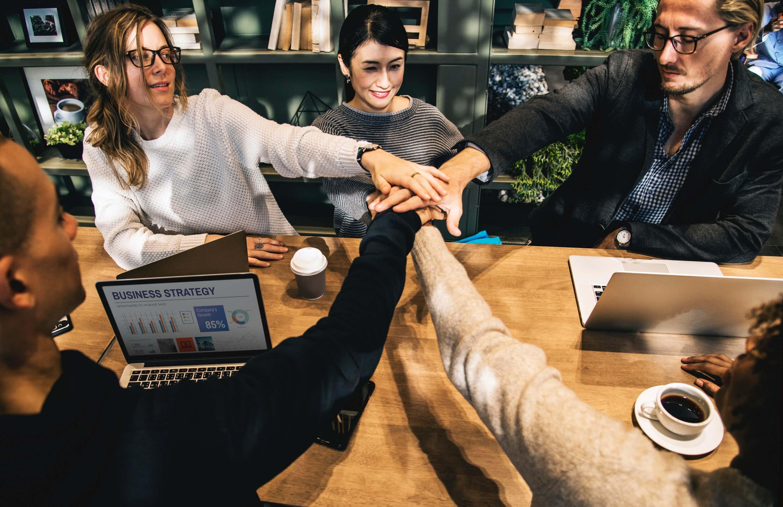 Ključni faktor svake firme su motivisani zaposleni koji imaju snažnu emocionalnu i mentalnu svest, znaju kako da se uhvate u koštac sa stresnim situacijama i budu fokusirani. Ako želite da vašim zaposlenima pružite alate koji će im značiti za ceo život, kontaktirajte nas.